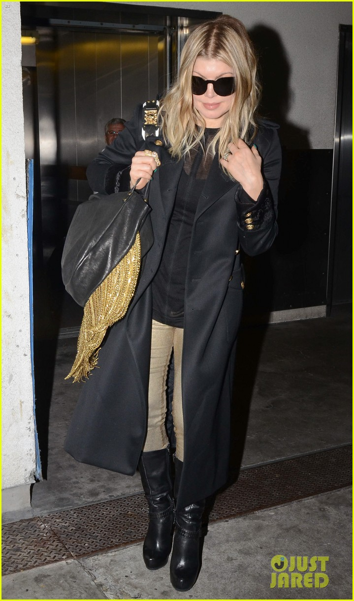 fergie pointy green nails at lax 15