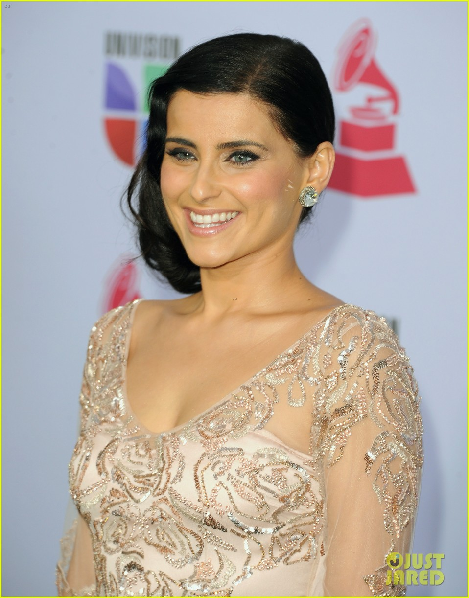 nelly furtado juanes latin grammy awards 2012 07