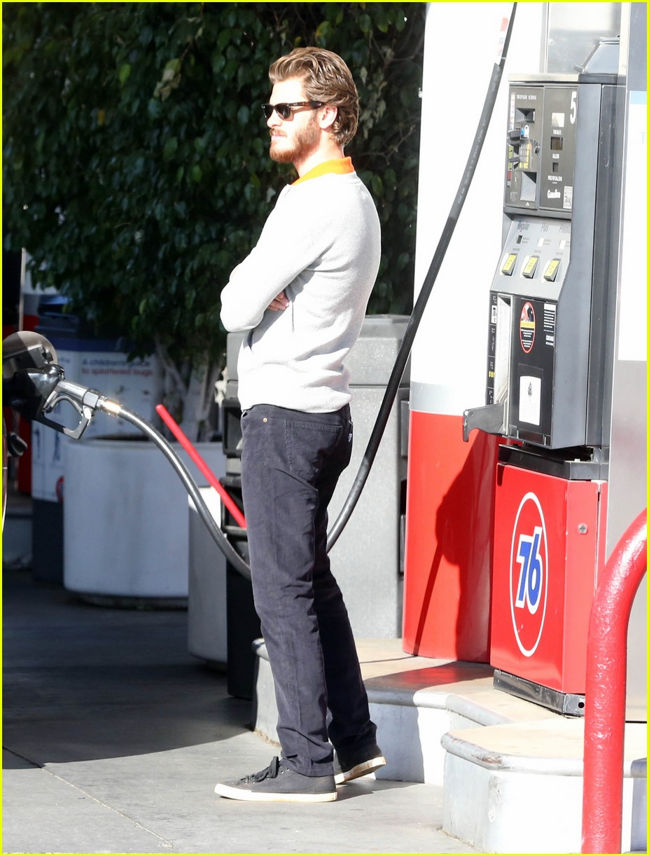 andrew garfield beard gas 01