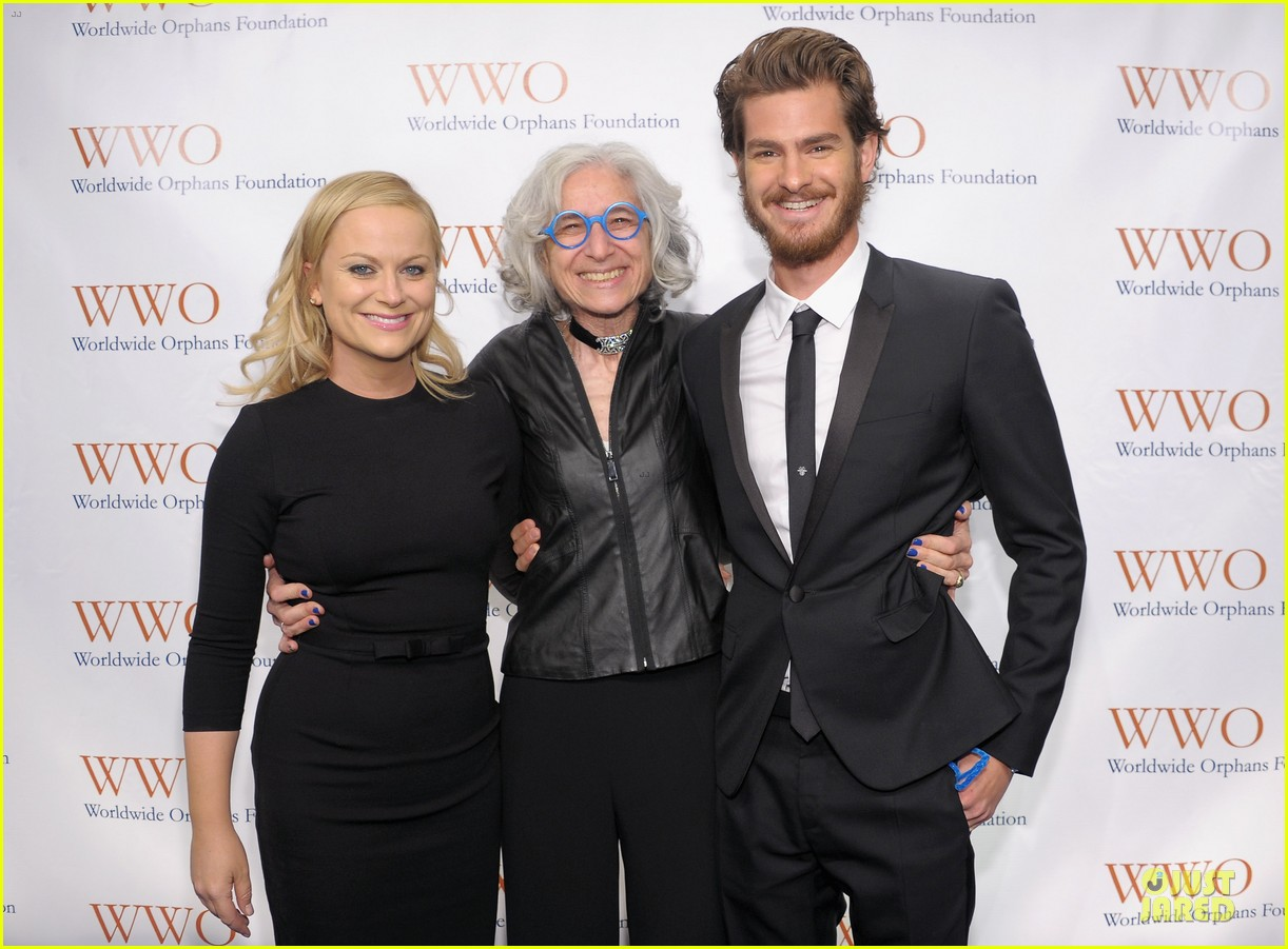 andrew garfield amy poehler orphan benefit gala 02