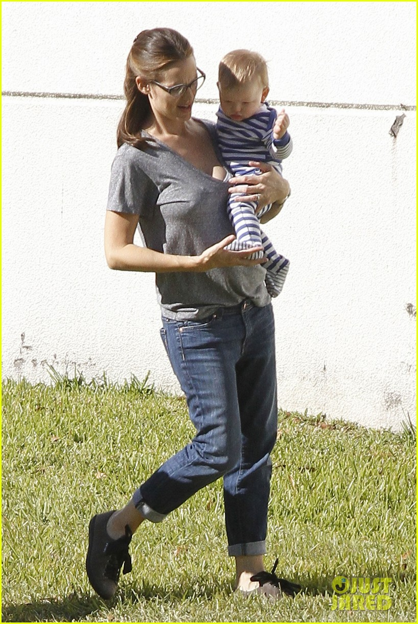 jennifer garner dallas buyers club break with seraphina samuel 07