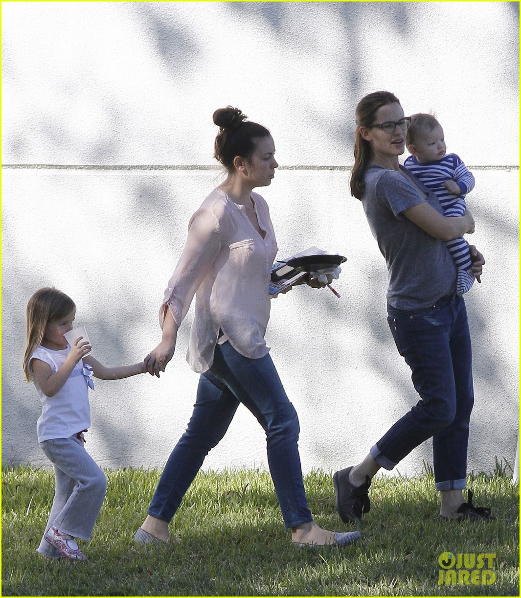 jennifer garner dallas buyers club break with seraphina samuel 09