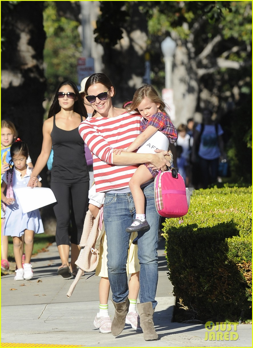 jennifer garner ice cream treat with violet seraphina 062751628