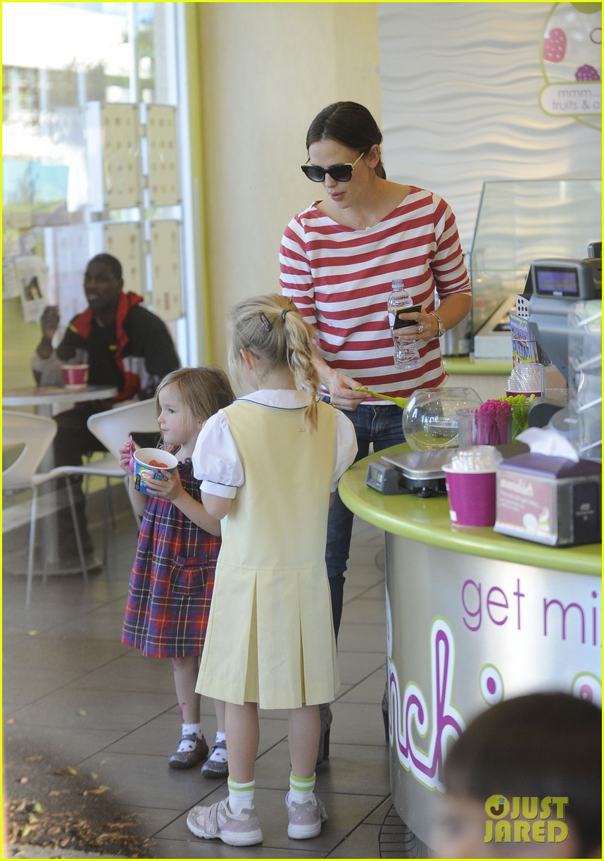 jennifer garner ice cream treat with violet seraphina 072751629