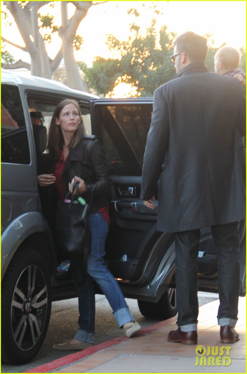 jennifer garner ben affleck family dinner in brentwood 05