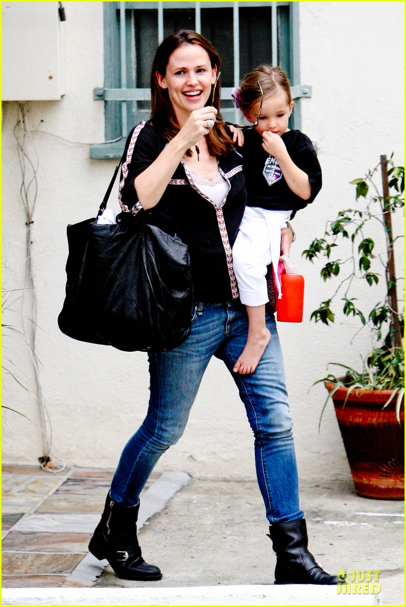 jennifer garner ben affleck kids karate class pick up 202759518