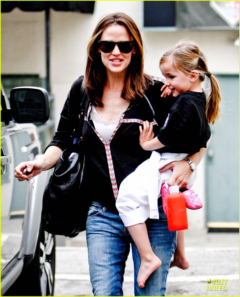jennifer garner ben affleck kids karate class pick up 212759519