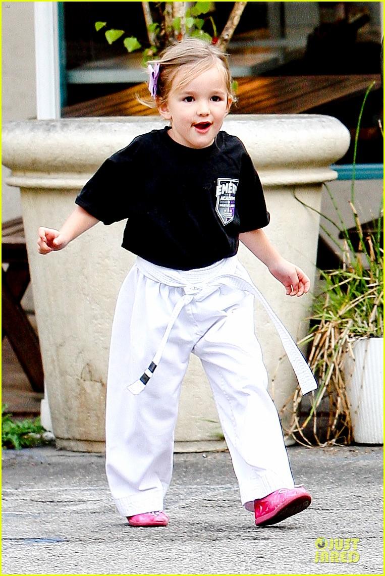 jennifer garner ben affleck kids karate class pick up 222759520