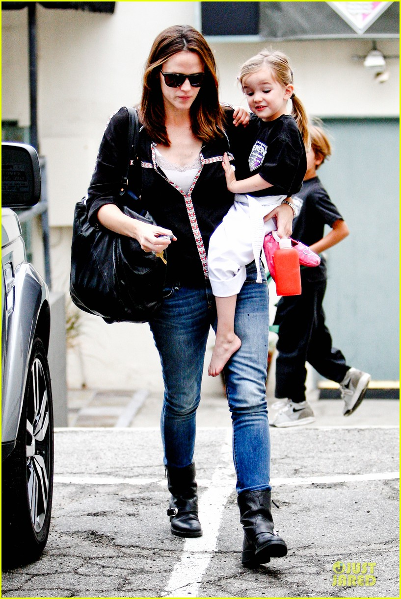 jennifer garner ben affleck kids karate class pick up 282759526