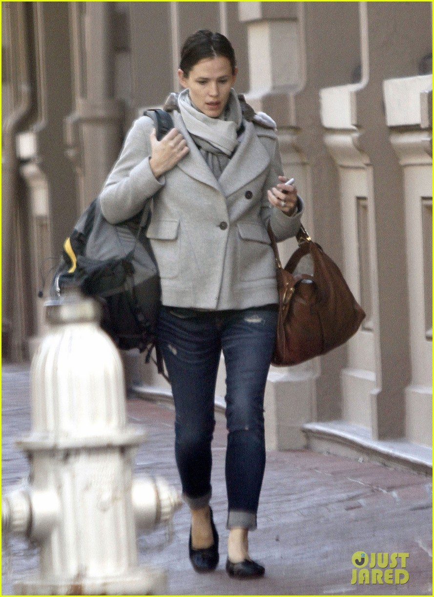 jennifer garner ben affleck separate coffee outings 05