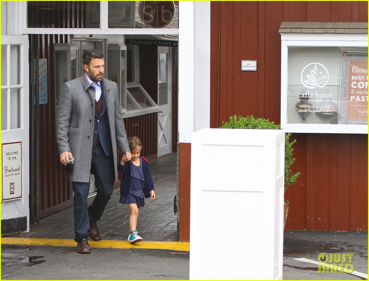 jennifer garner ben affleck separate coffee outings 092752896