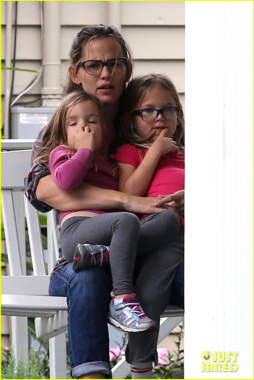 ben affleck visits jennifer garner kids new orleans 01