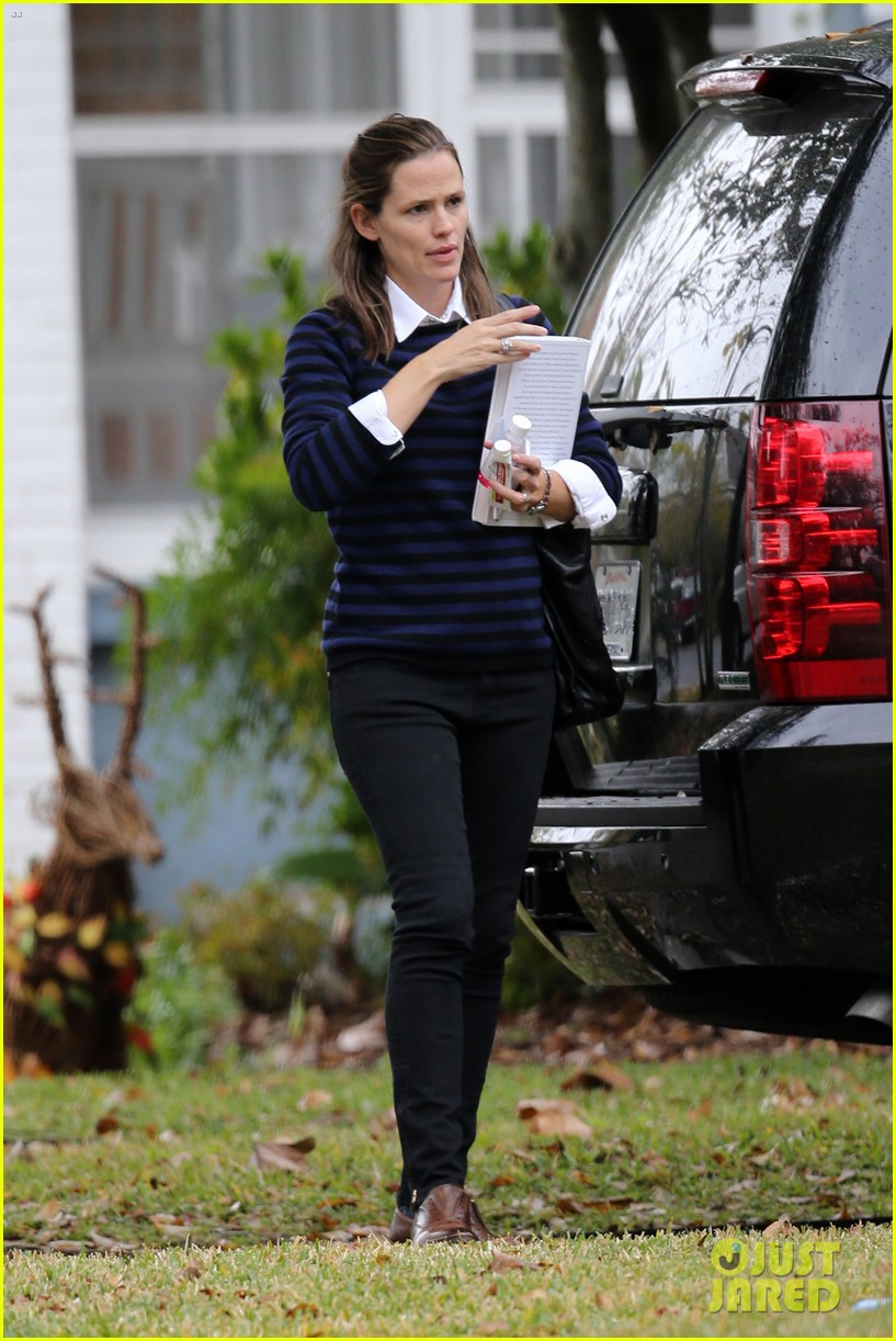 ben affleck visits jennifer garner kids new orleans 05