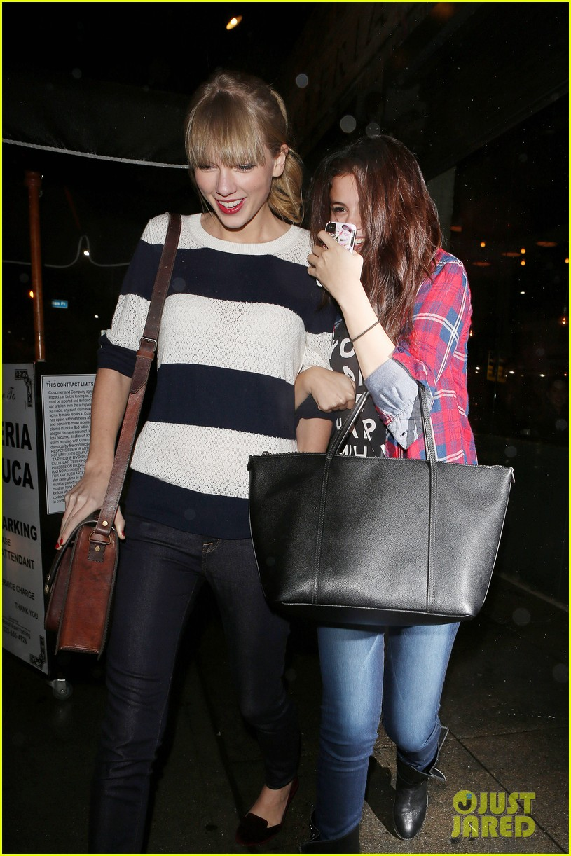 selena gomez taylor swift saturday night dinner duo 012759808