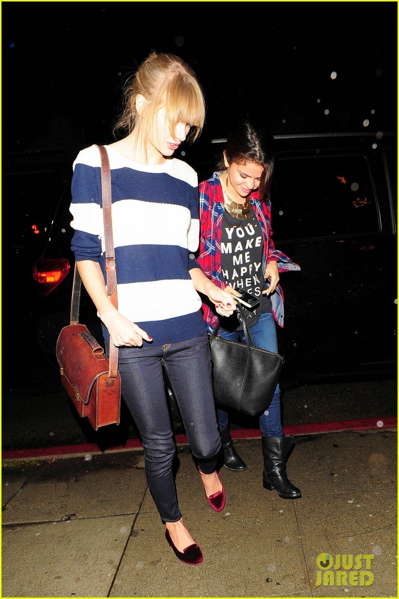 selena gomez taylor swift saturday night dinner duo 042759811