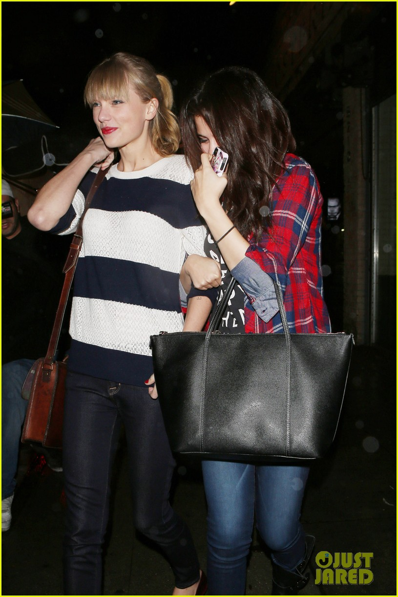 selena gomez taylor swift saturday night dinner duo 102759817