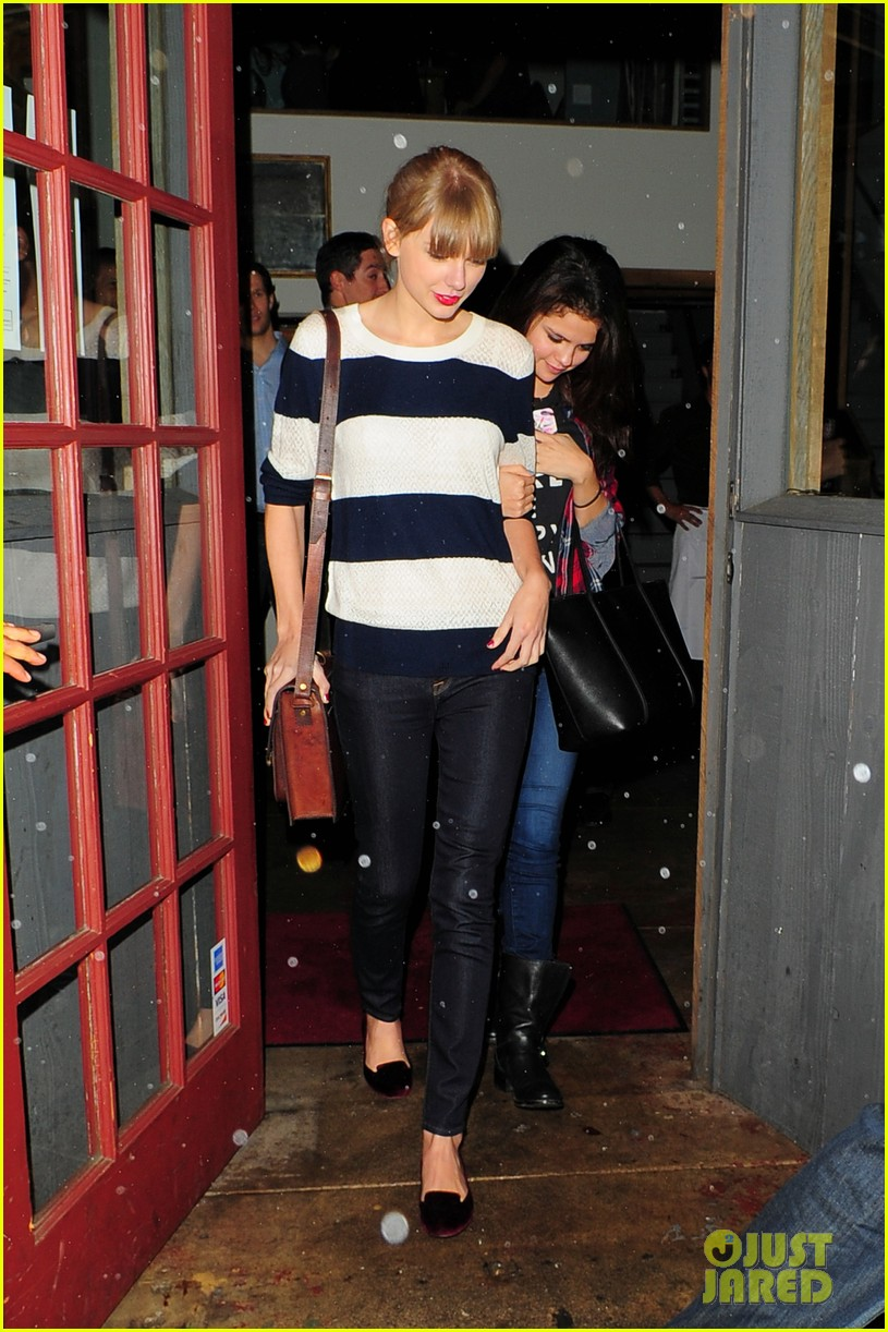 selena gomez taylor swift saturday night dinner duo 122759819