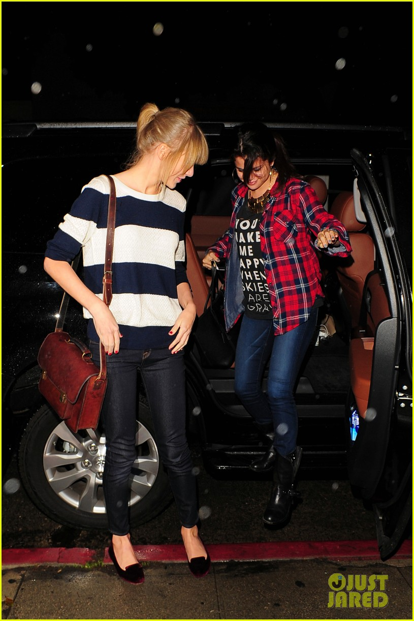 selena gomez taylor swift saturday night dinner duo 152759822