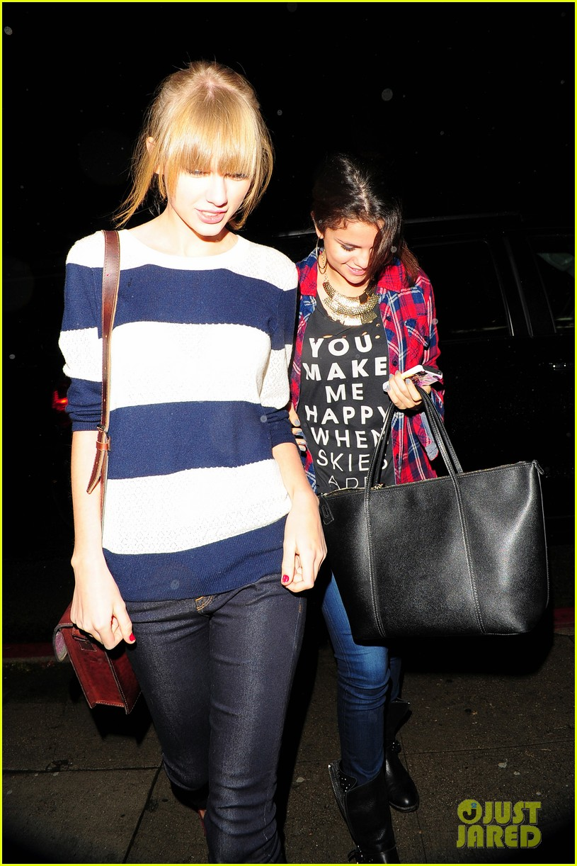 selena gomez taylor swift saturday night dinner duo 182759825