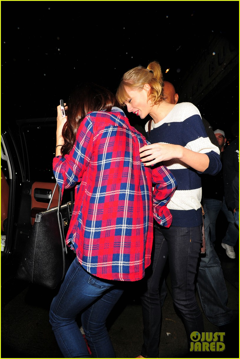 selena gomez taylor swift saturday night dinner duo 222759829