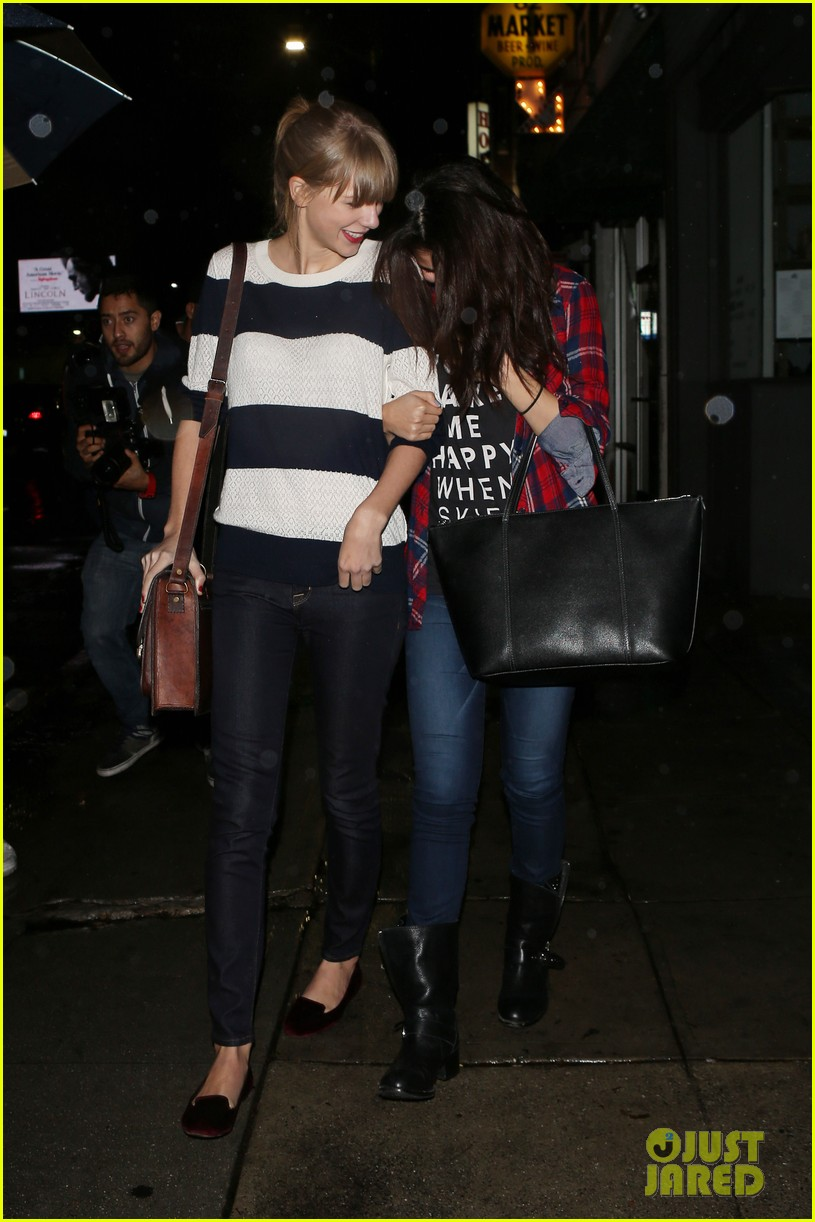 selena gomez taylor swift saturday night dinner duo 242759831