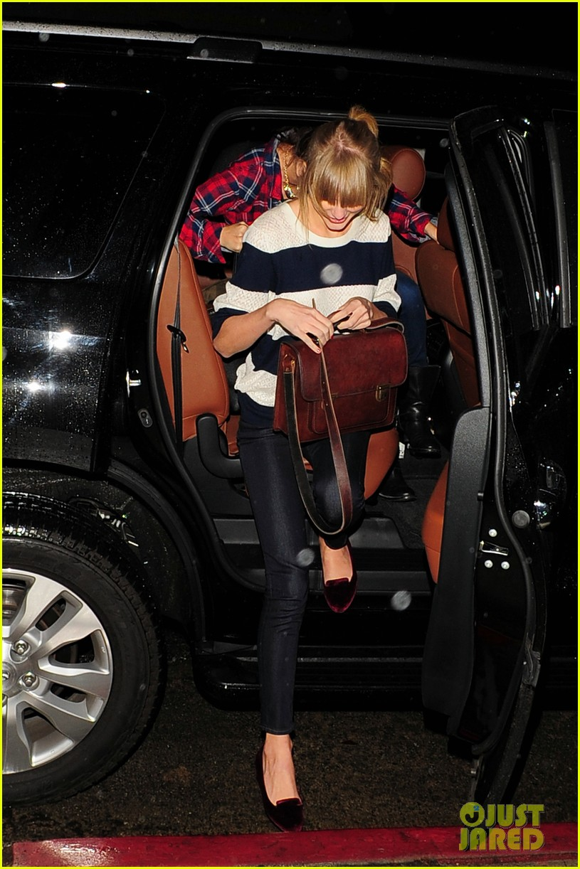 selena gomez taylor swift saturday night dinner duo 252759832