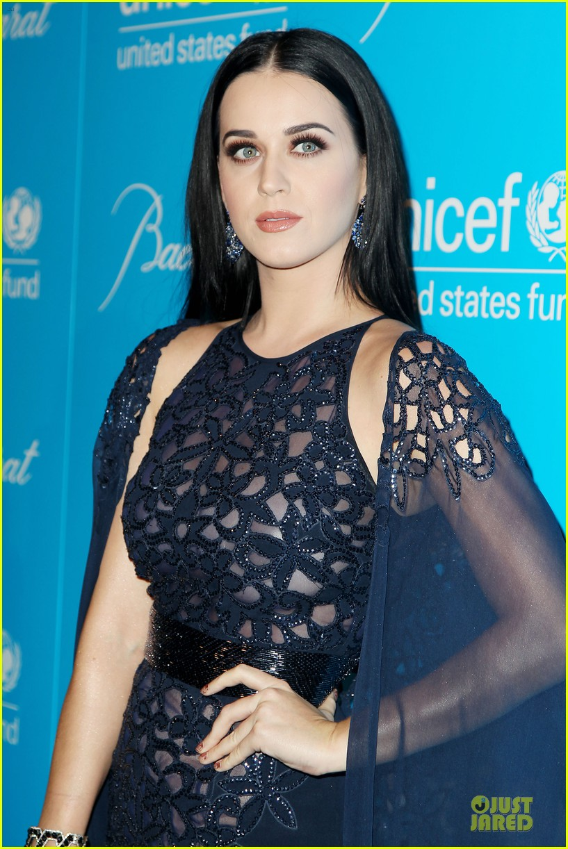 katy perry & selena gomez unicef snowflake ball 19