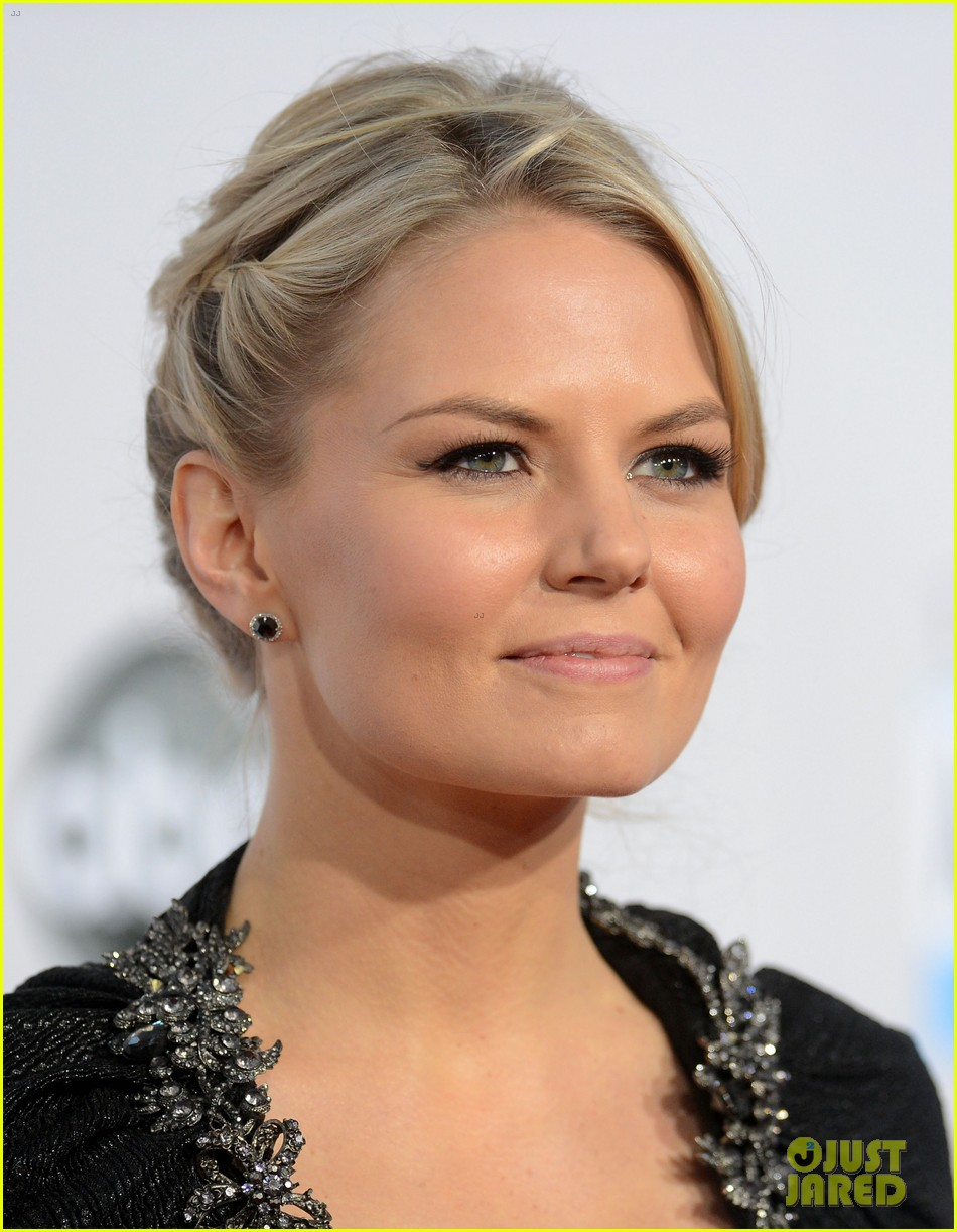 ginnifer goodwin jennifer morrison amas 2012 red carpet 102760292