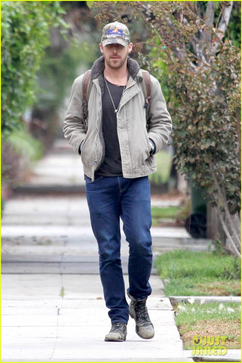 ryan gosling eva mendes visit friends separately 102766397