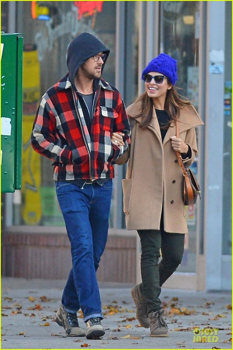 ryan gosling eva mendez thanksgiving stroll in new york city 012763836