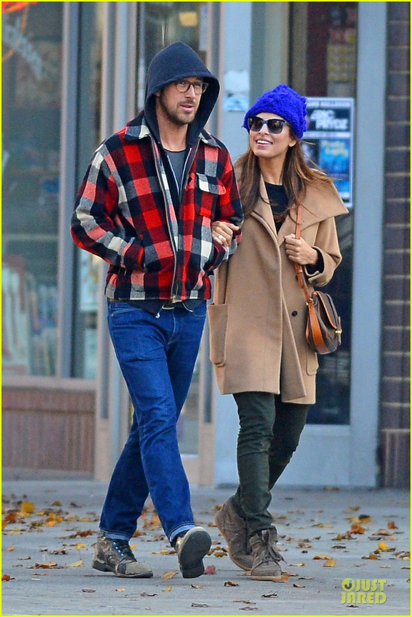 ryan gosling eva mendez thanksgiving stroll in new york city 032763838