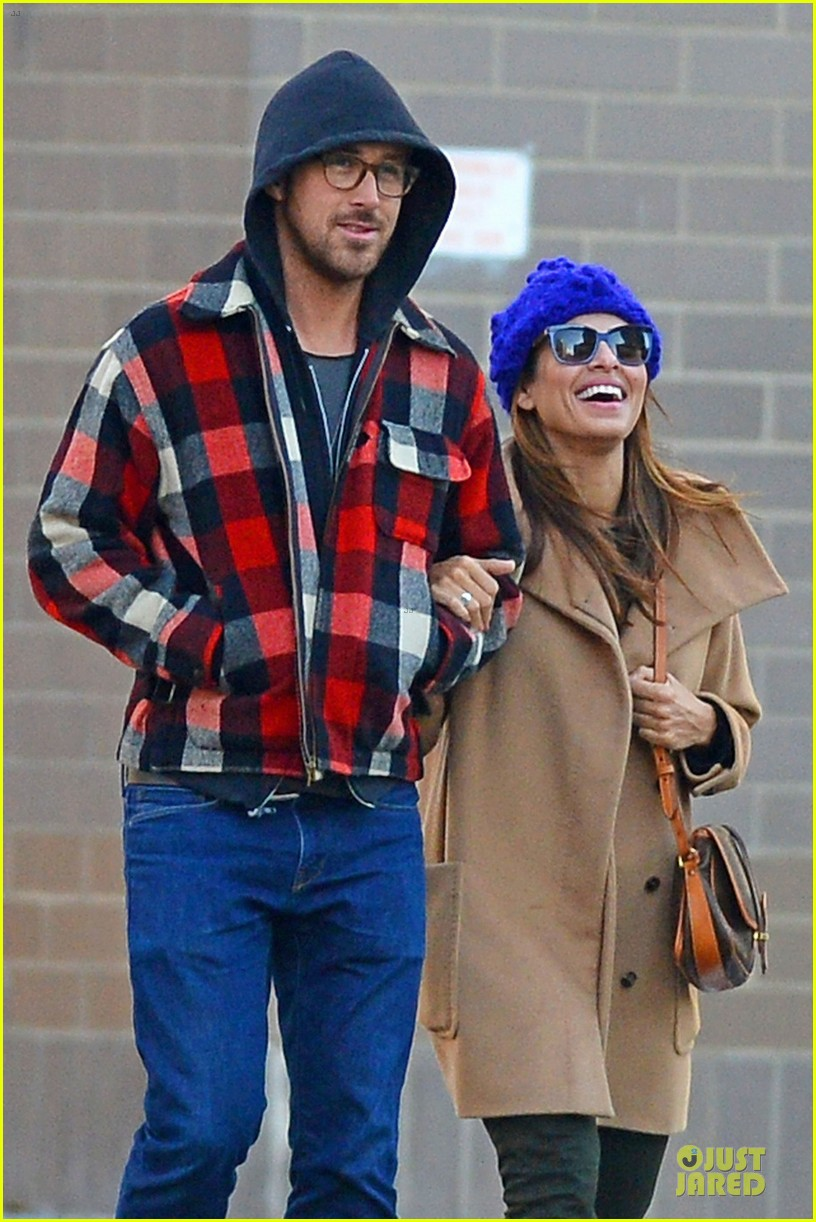ryan gosling eva mendez thanksgiving stroll in new york city 042763839