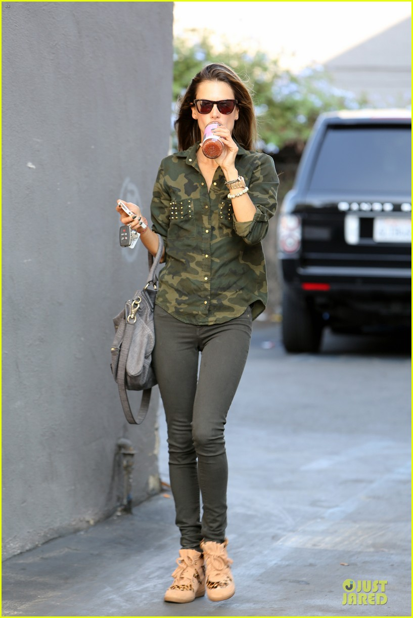 alessandra ambrosio grocery shopping with anja 032750466