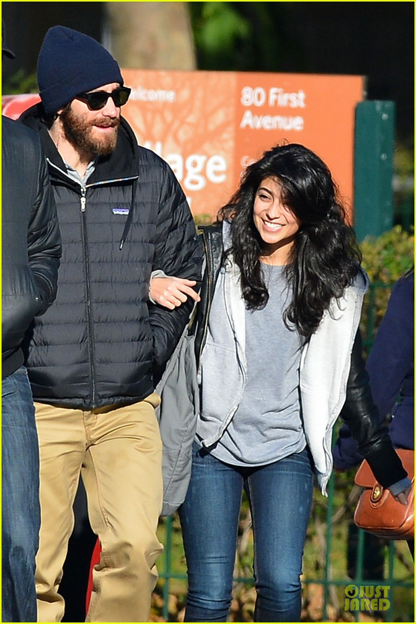 jake gyllenhaal holidng hands with mystery gal in new york city 022754396