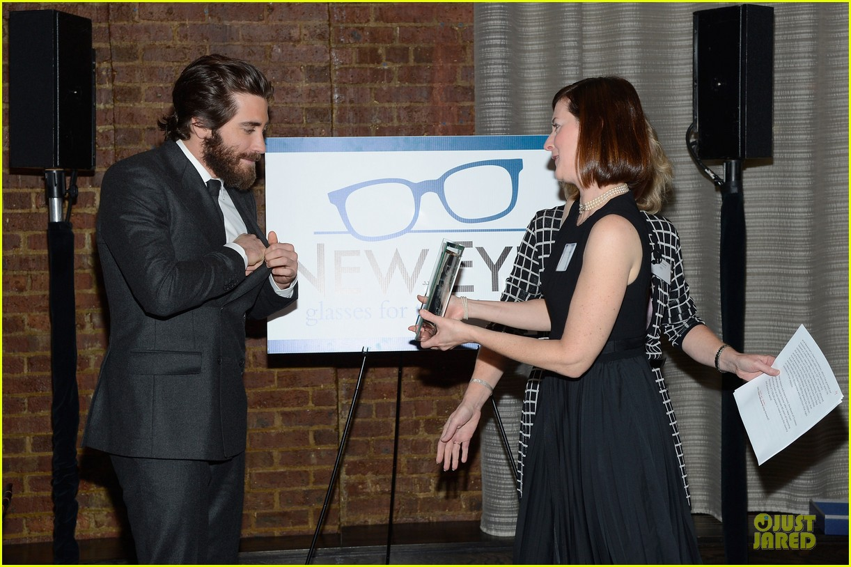 jake gyllenhaal new eyes for the needy gala honoree 16