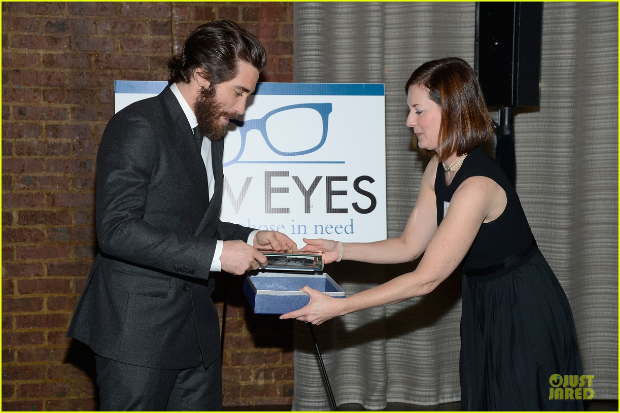 jake gyllenhaal new eyes for the needy gala honoree 17