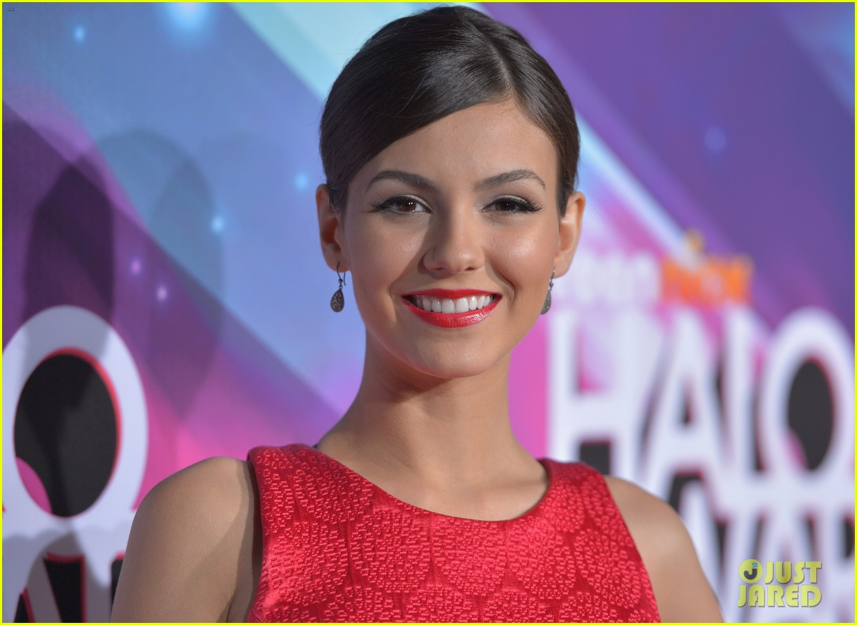 lucy hale victoria justice teennick halo awards 2012 102759737