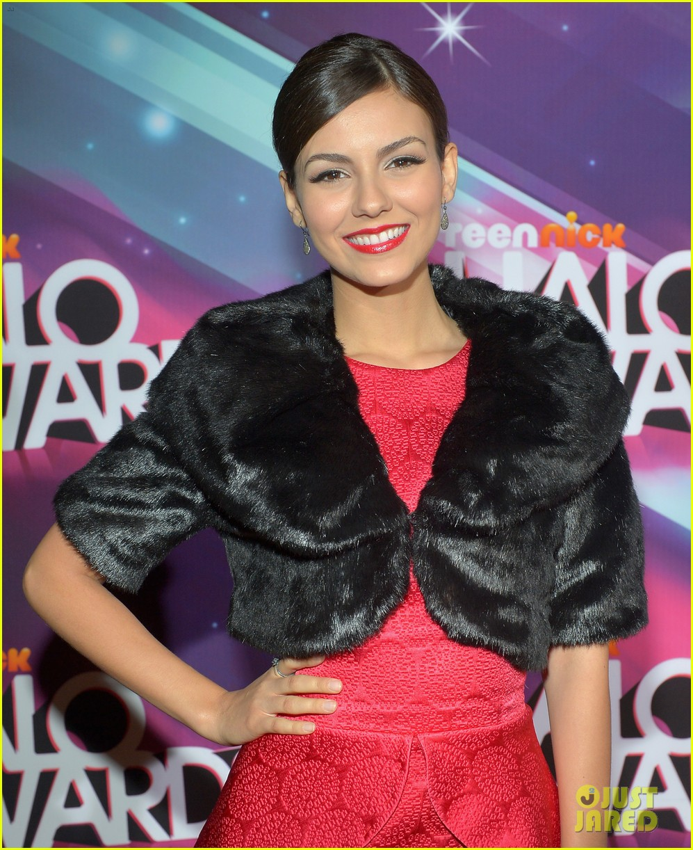 lucy hale victoria justice teennick halo awards 2012 192759746