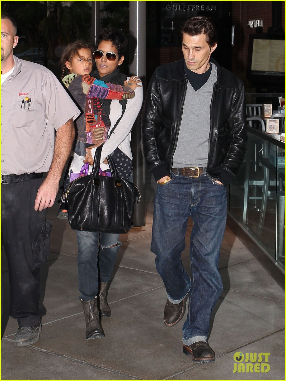 halle berry olivier martinez westfield mall shoppers012758898