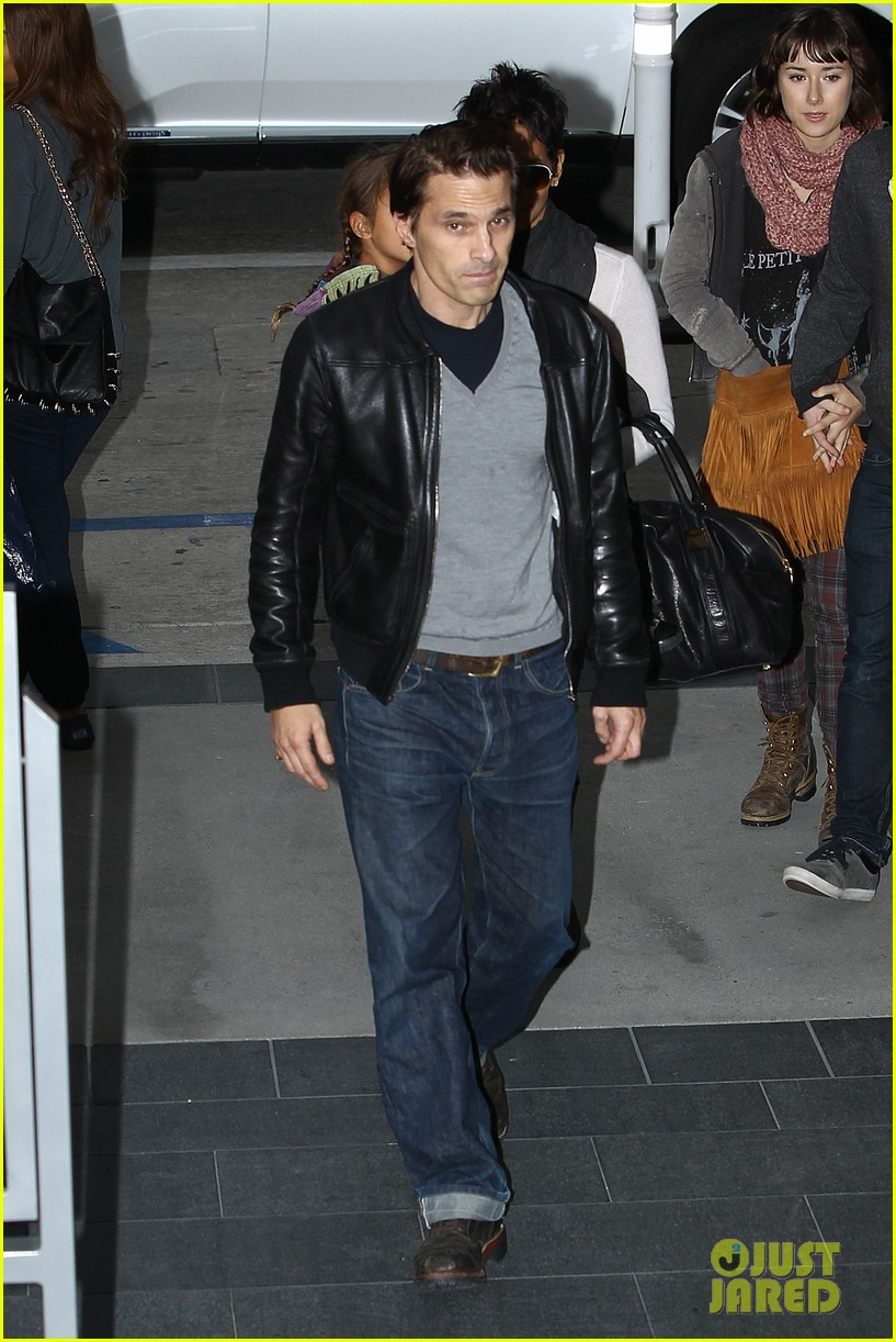 halle berry olivier martinez westfield mall shoppers08