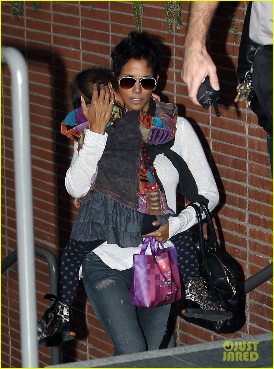 halle berry olivier martinez westfield mall shoppers122758909