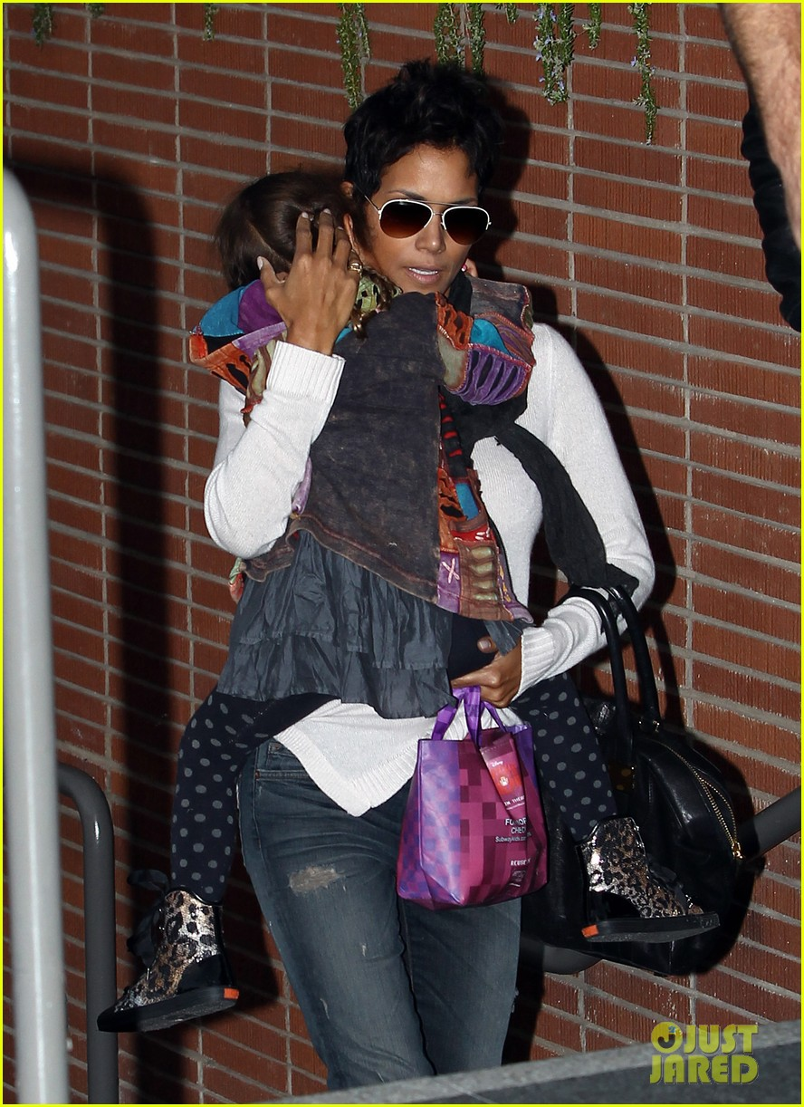 halle berry olivier martinez westfield mall shoppers132758910