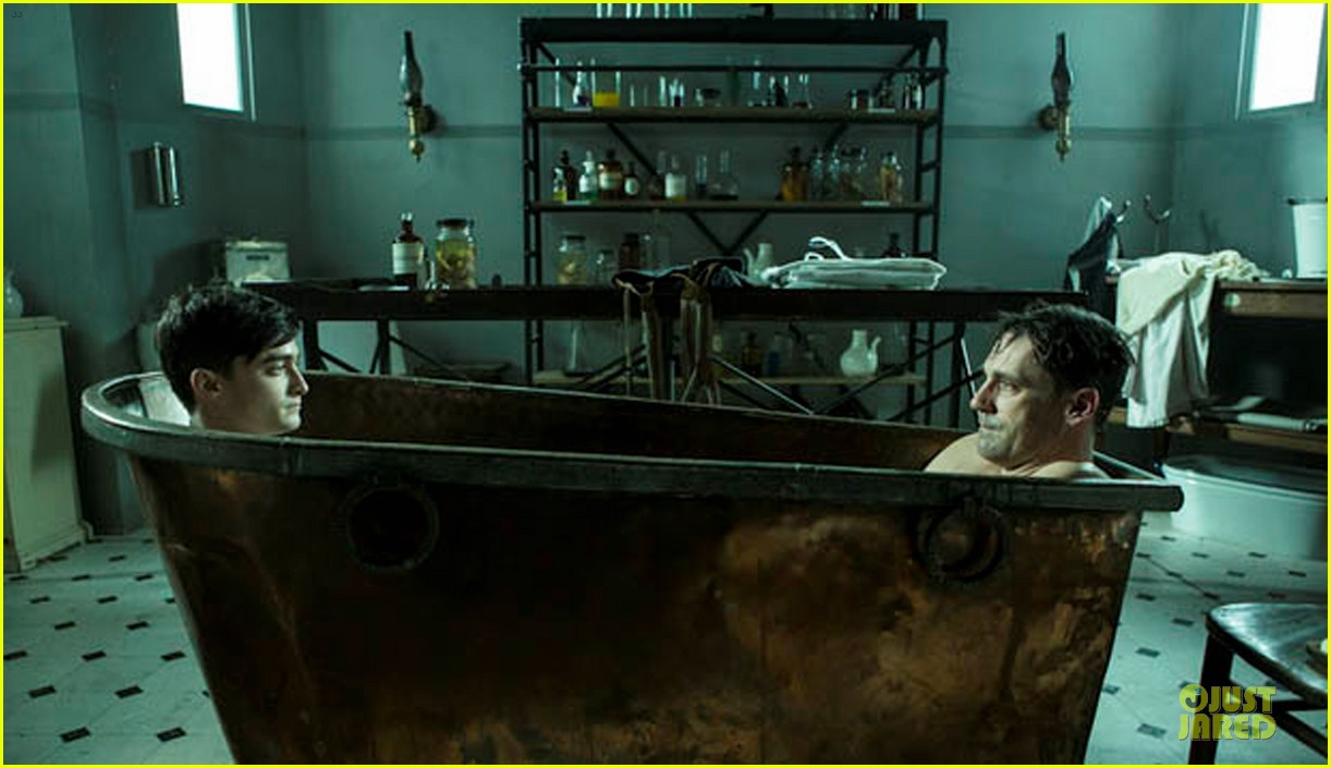 jon hamm shares bathtub with daniel radcliffe 052750228