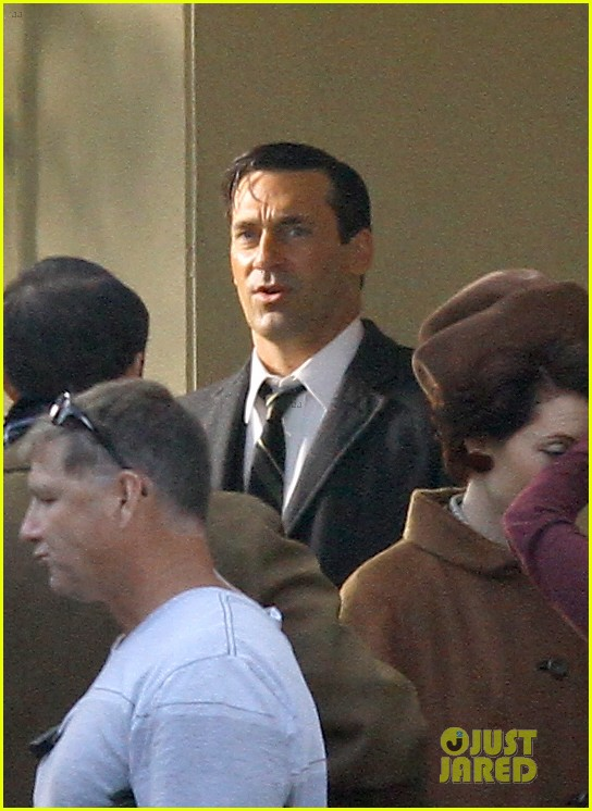 jon hamm shares bathtub with daniel radcliffe 102750233