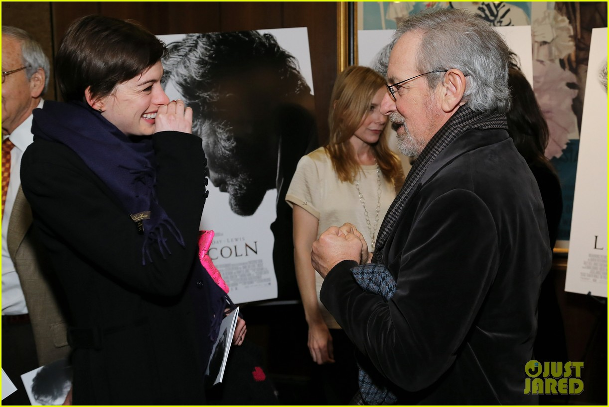 anne hathaway lincoln screening with steven spielberg 09