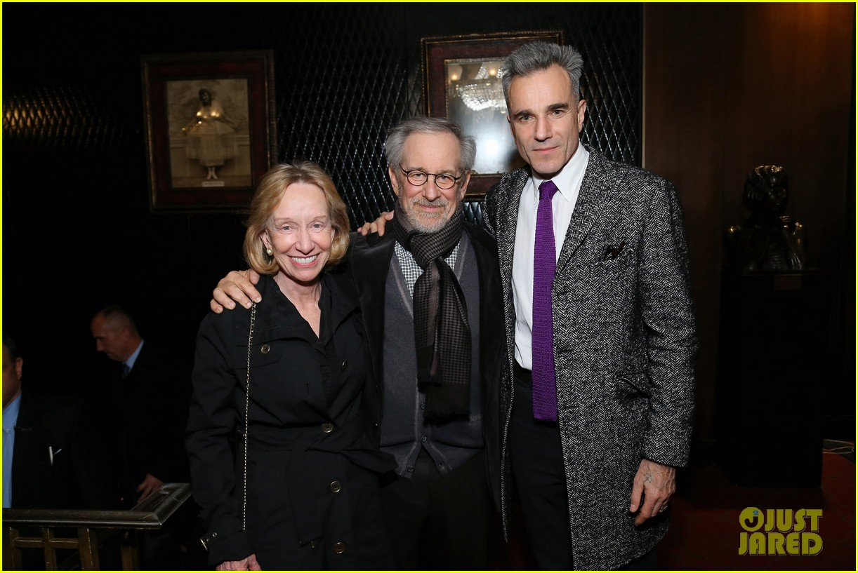 anne hathaway lincoln screening with steven spielberg 112757777