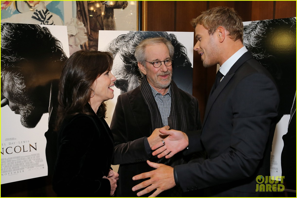 anne hathaway lincoln screening with steven spielberg 132757779