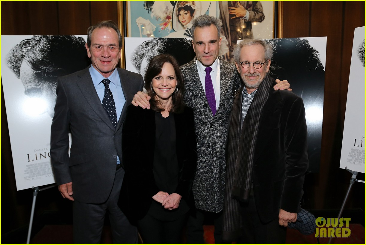 anne hathaway lincoln screening with steven spielberg 142757780