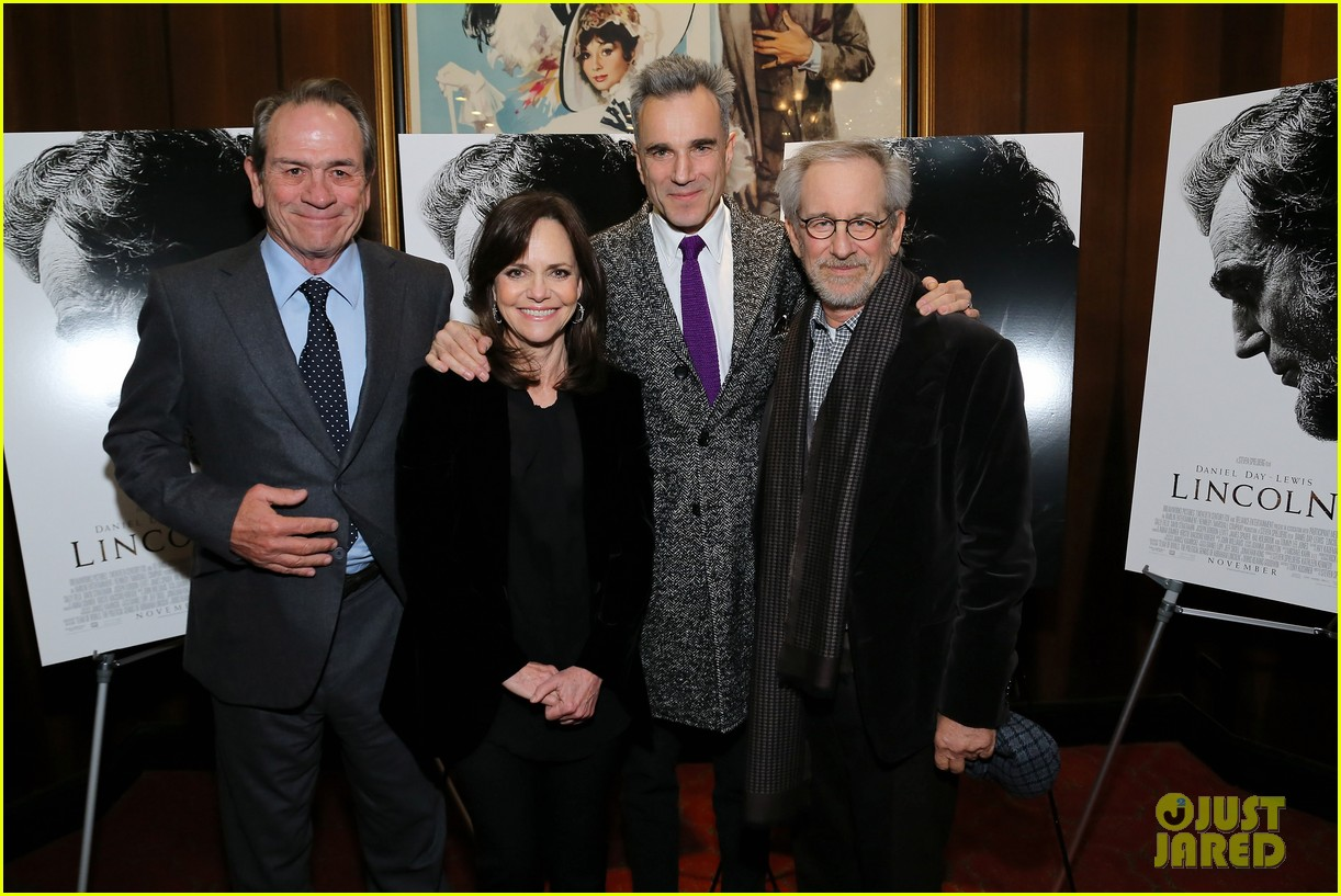 anne hathaway lincoln screening with steven spielberg 172757783