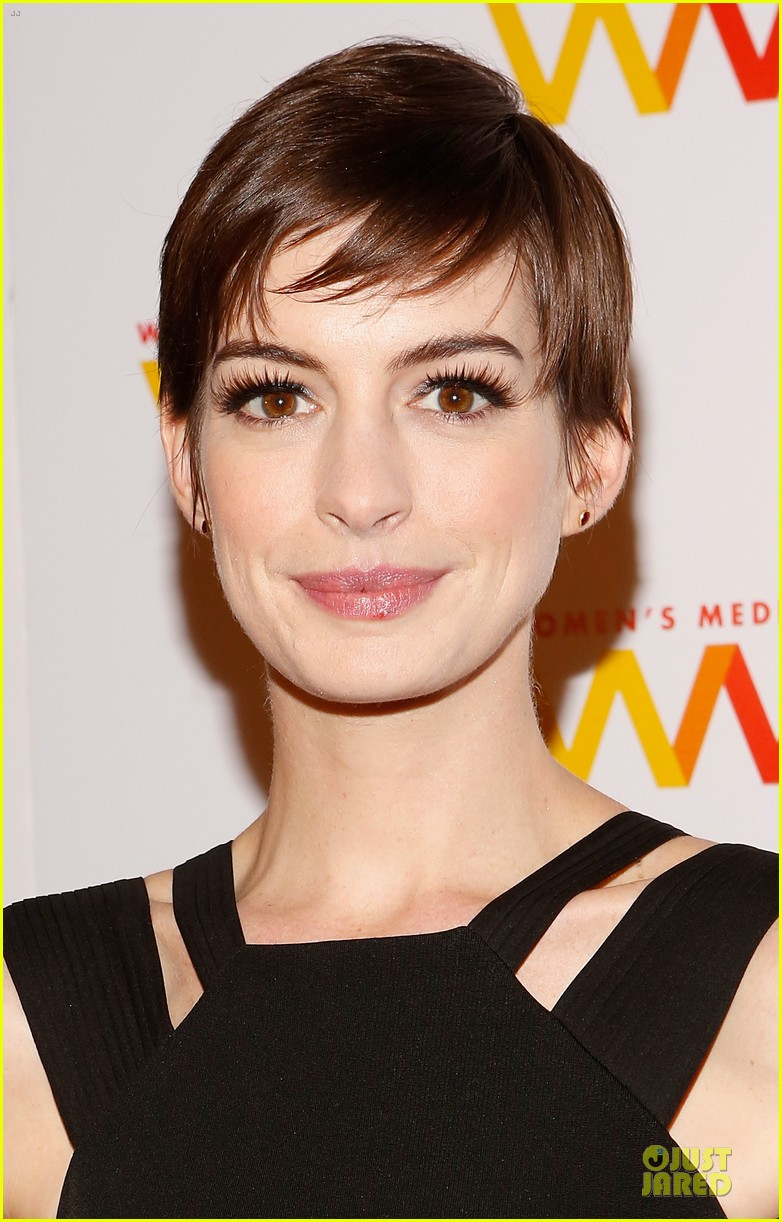 anne hathaway womens media awards 09